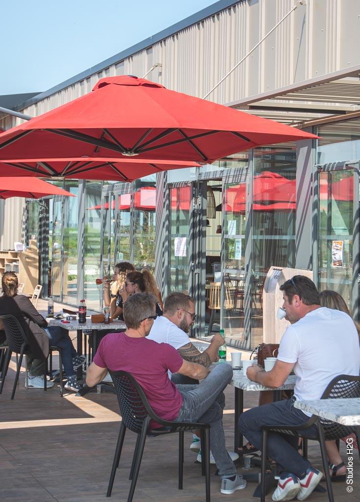 Restaurant Courtepaille aire de services des Portes du Tarn terrasse