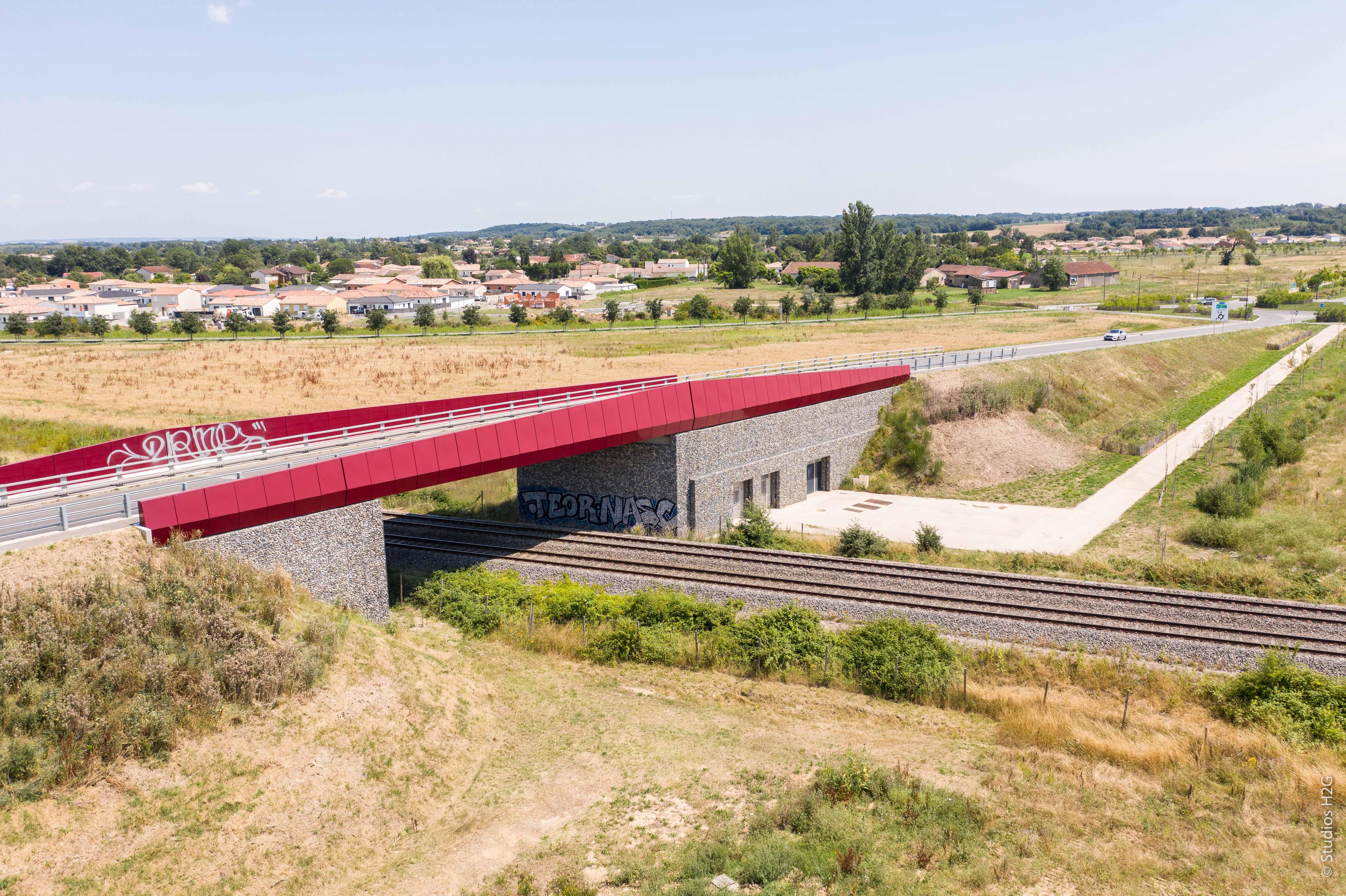 Pont de franchissement des voies ferrées sur le boulevard urbain des Portes du Tarn